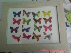 Cadre avec des papillons perforés dans ses peintures comme cadeau de fin d'année pour Nounou