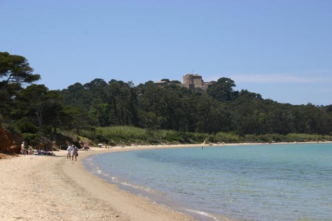 la-plage-de-la-courtade-800m-15-20-mn-a-pied-5-10-mn-en-velo-2